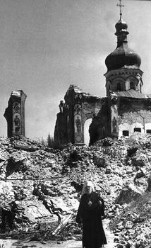 The priest on the ruins of bombed Uspenski Cathedral of the Kiev-Pechersk Lavra, November 1941.JPG