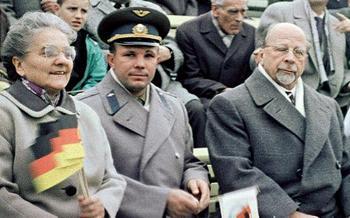 Yuri_Gagarin_in_East_Germany-Walter_Ulbricht.JPG