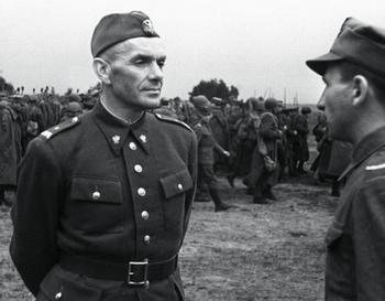 Zygmunt Berling wysyłając swoich żołnierzy na drugi brzeg Wisły.jpg