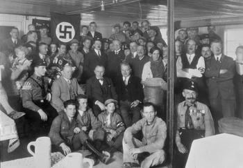 adolf-hitler-nsdap-nazi-party-meeting-munich-1930-braunes-haus.jpg
