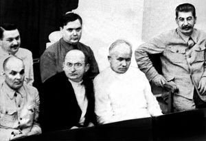 beria_Khrushchev_stalin.jpg