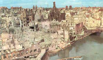 devastated-Nuremberg_1945.jpg