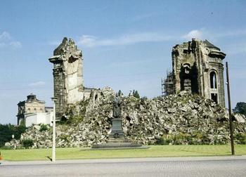 frauenkirche-ruine-1967.jpg