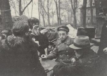 grossman_interviewing_german_civilians_april_1945.jpg