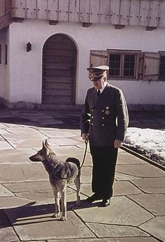hitler-with-dog-on-lead.jpg