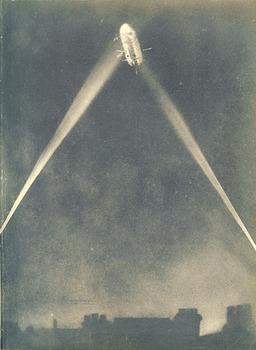 over-londons-roofs_Zeppelin im Krieg.jpg