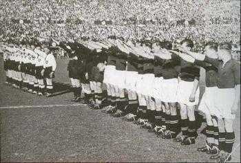 salute_Fußball.jpg