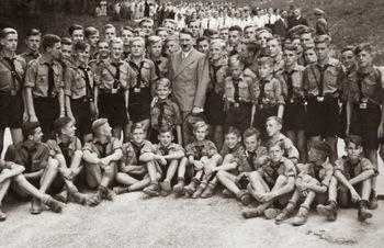the_hitler_youth_meeting_hitler_at_Obersalzberg_1937.jpg